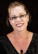 Vicki Ray is an aesthetic medical professional for RefineMD.